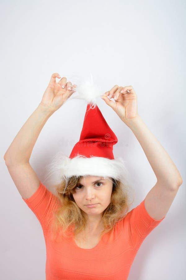 Muchacha en un sombrero rojo de santa fotos de archivo