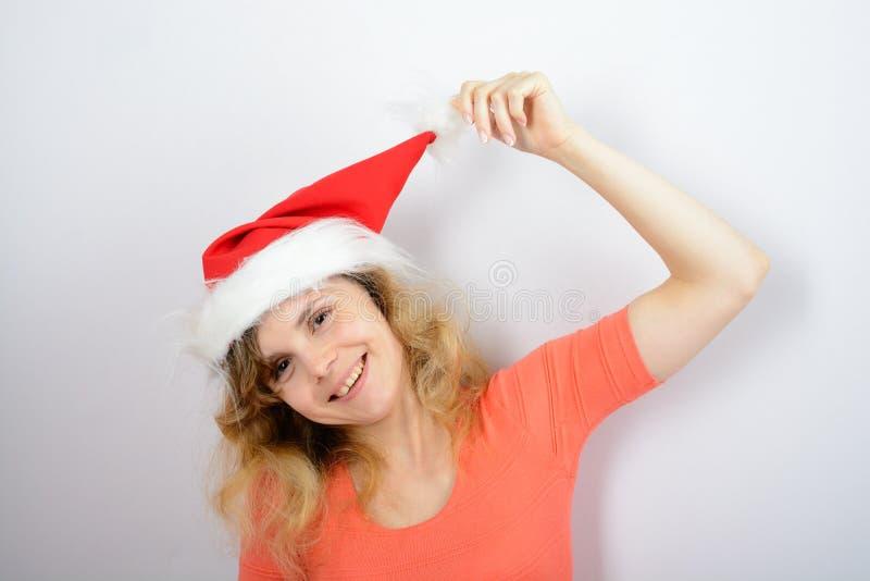 Muchacha en un sombrero rojo de santa fotografía de archivo