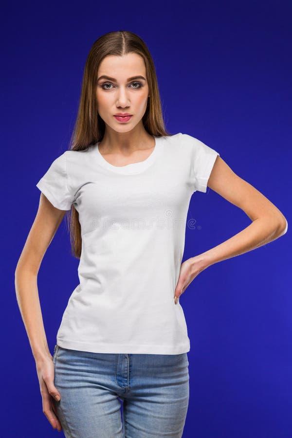 Muchacha en una camiseta imagen de archivo