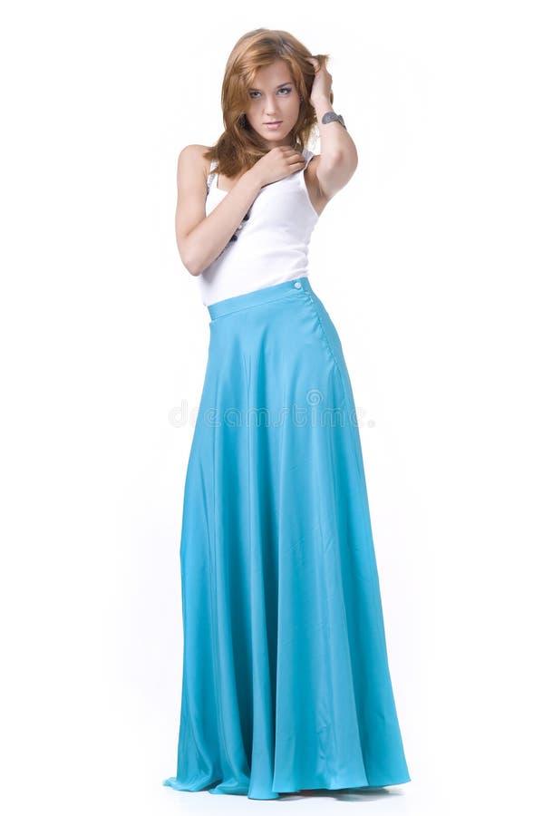 Muchacha en una falda larga imagen de archivo libre de regalías
