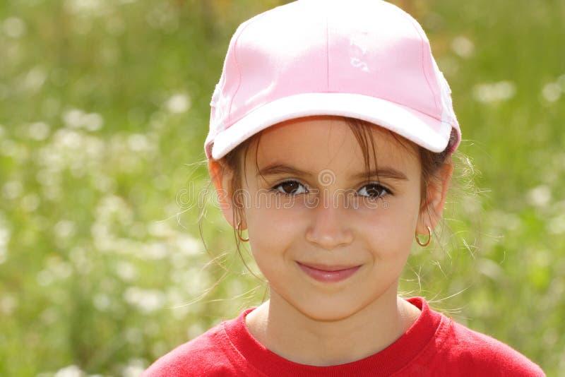 Muchacha en una gorra de béisbol imagen de archivo