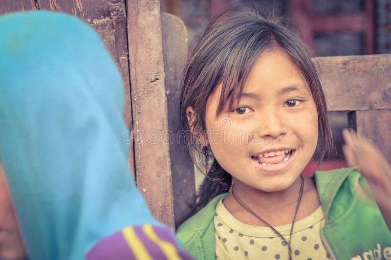 Muchacha en verde en Nepal foto de archivo