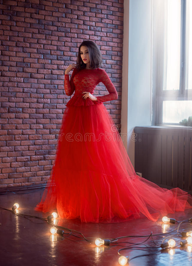 Muchacha en vestido rojo foto de archivo libre de regalías