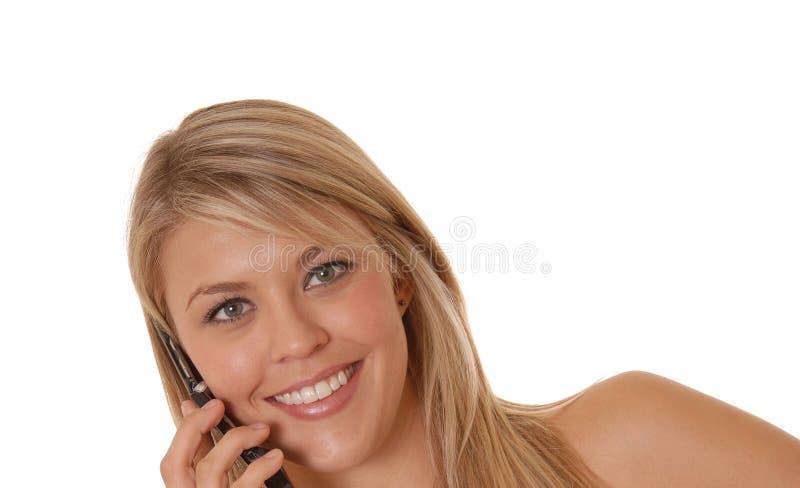 Muchacha encantadora en el teléfono celular imagenes de archivo
