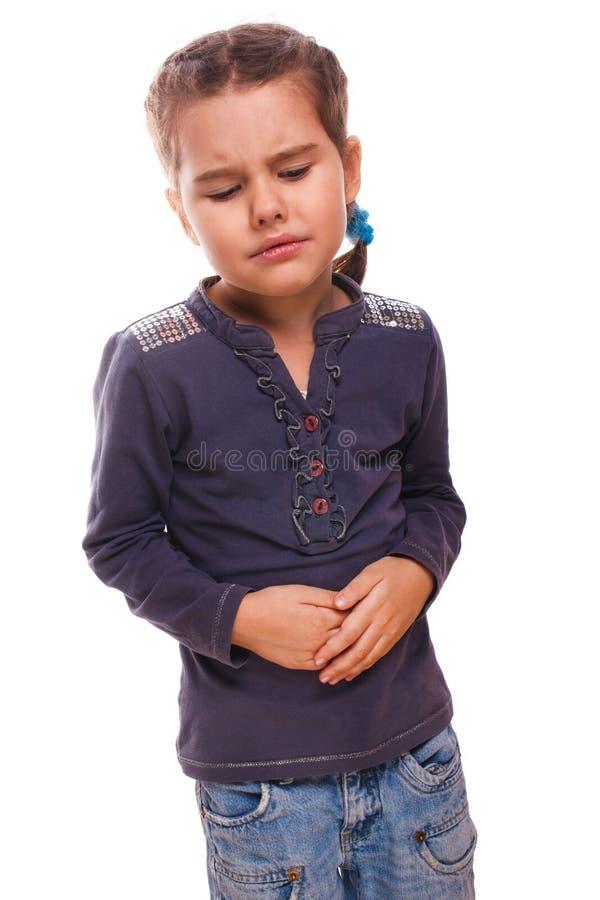 Muchacha enferma del pequeño niño en el estómago del dolor, los dolores de vientre y los calambres d imagenes de archivo