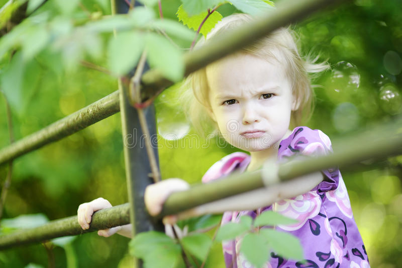 Muchacha enojada del niño fotografía de archivo libre de regalías