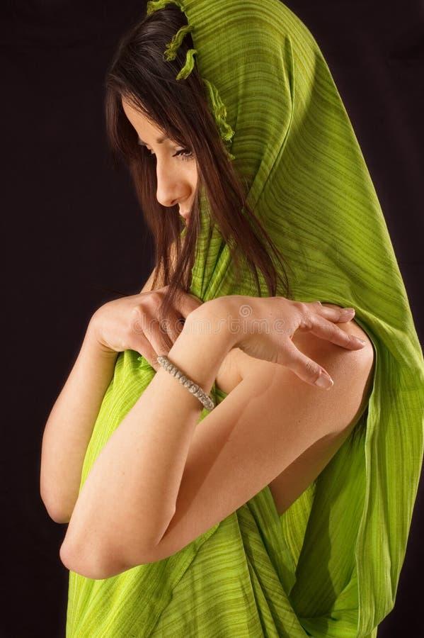 Muchacha erótica con el mantón fotografía de archivo libre de regalías