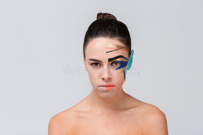 Muchacha europea, con maquillaje creativo en su cara fotos de archivo libres de regalías