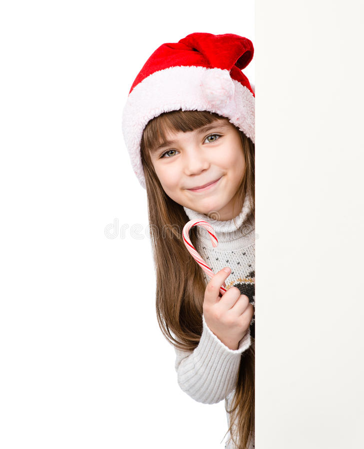 Muchacha feliz en el sombrero de santa con el bastón de caramelo de la Navidad que se coloca detrás de bandera en blanco fotos de archivo libres de regalías