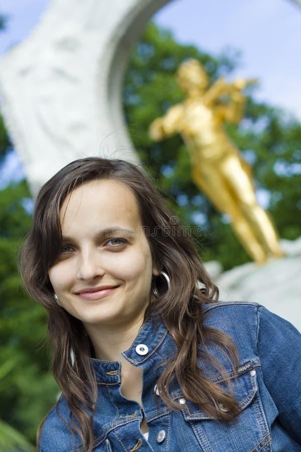 Muchacha feliz en Viena imágenes de archivo libres de regalías