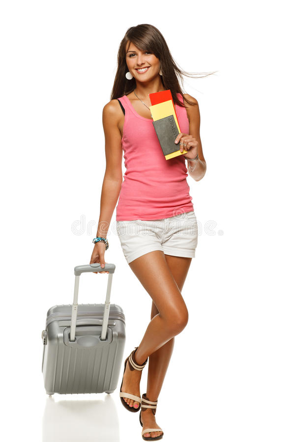 Muchacha feliz que recorre con el bolso del recorrido imagen de archivo libre de regalías