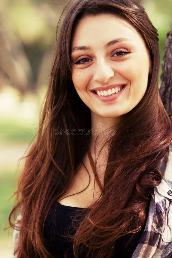 Muchacha griega joven sonriente imagen de archivo