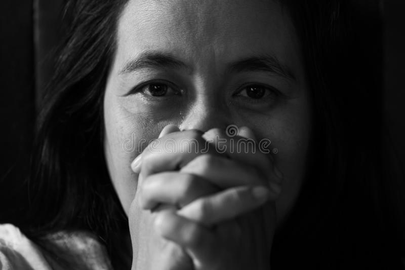 Muchacha gritadora, mujer triste joven foto de archivo libre de regalías