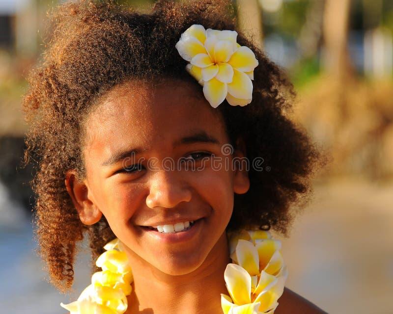 Muchacha hawaiana feliz imagen de archivo libre de regalías