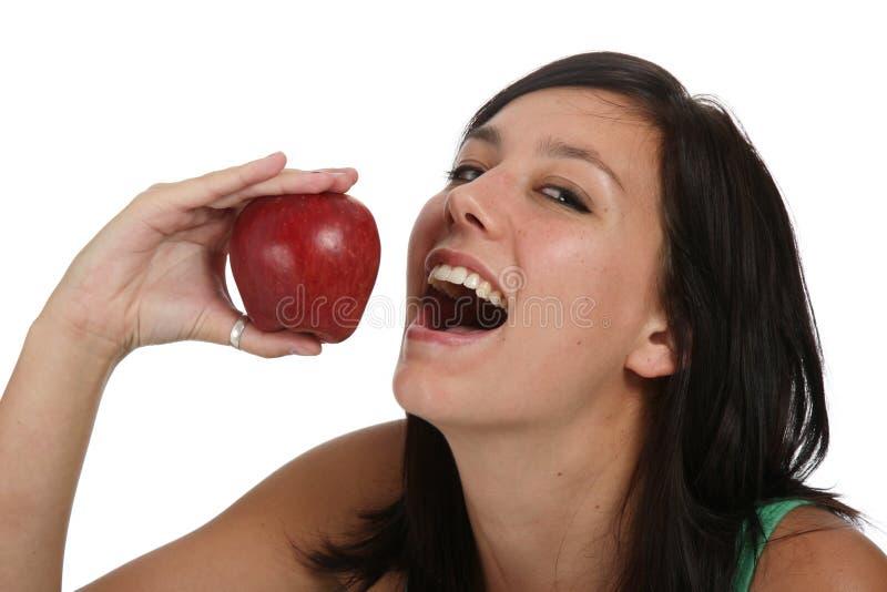 Muchacha hermosa con Apple rojo fotografía de archivo