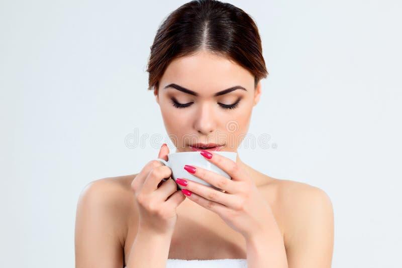 Muchacha hermosa con concepto hermoso del cuidado del maquillaje, de la juventud y de piel fotografía de archivo