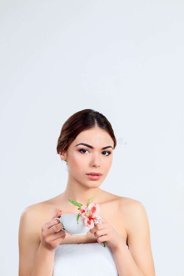Muchacha hermosa con concepto hermoso del cuidado del maquillaje, de la juventud y de piel imagenes de archivo