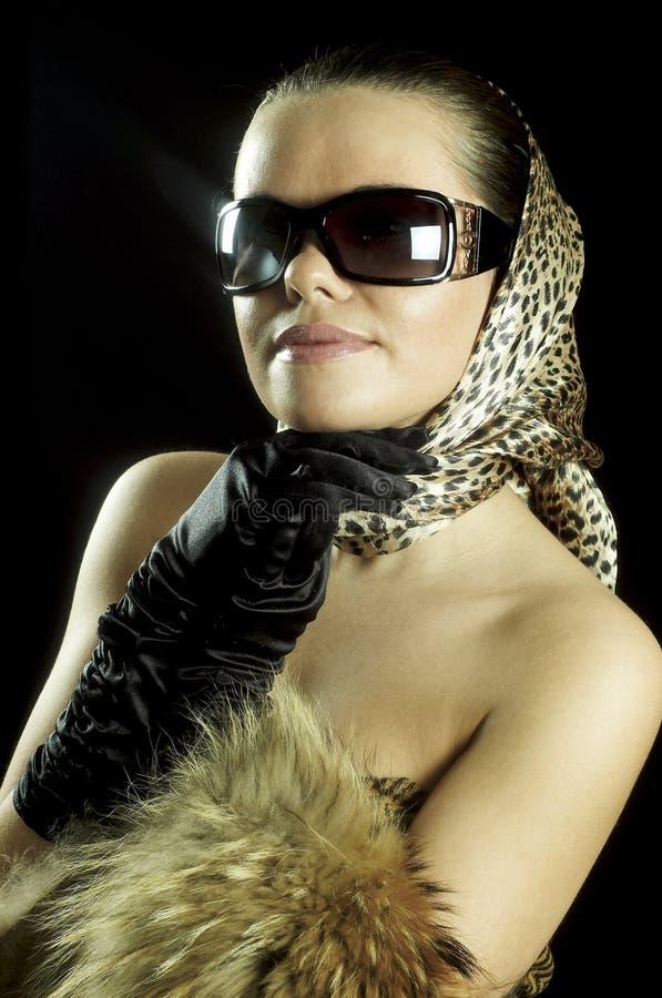 Muchacha hermosa con gafas fotografía de archivo