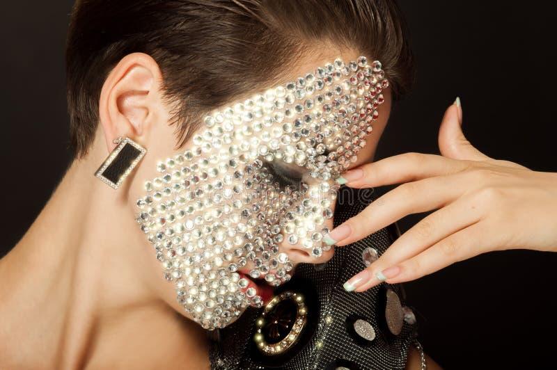 Muchacha hermosa con maquillaje con los cristales foto de archivo libre de regalías