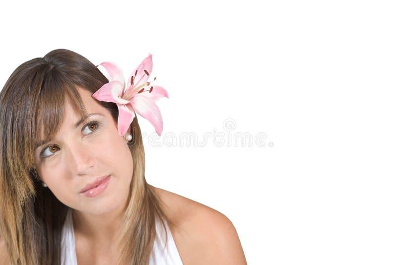 Muchacha hermosa con una flor fotos de archivo