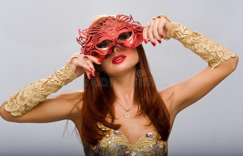 Muchacha hermosa con una máscara imágenes de archivo libres de regalías