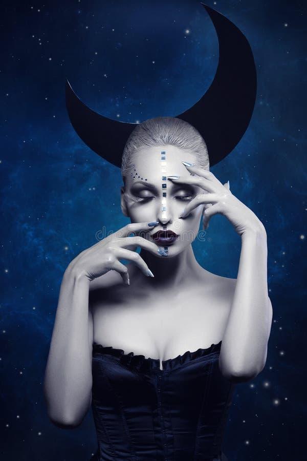 Muchacha hermosa de la luna foto de archivo libre de regalías