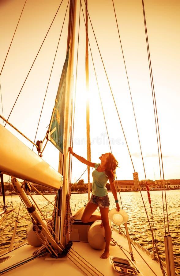 Muchacha hermosa del marinero foto de archivo libre de regalías