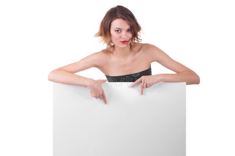 Muchacha hermosa detrás del cartel del papel de la cartelera imagenes de archivo
