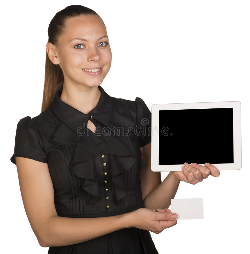 Muchacha hermosa en el vestido que sostiene la tarjeta blanca en blanco fotografía de archivo