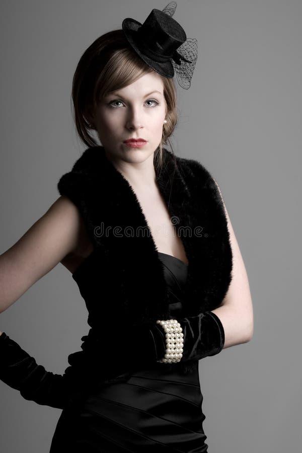 Muchacha hermosa en la ropa del estilo de la vendimia imagenes de archivo