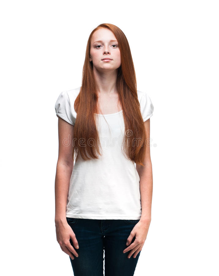 Muchacha hermosa en una camiseta blanca Aislado en el fondo blanco fotografía de archivo