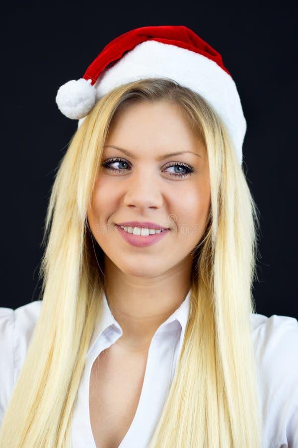 Muchacha hermosa joven con el casquillo de la Navidad fotos de archivo libres de regalías