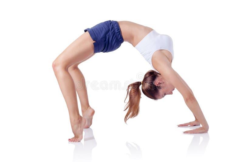 Muchacha hermosa joven de la aptitud que hace el ejercicio aislado en blanco foto de archivo libre de regalías