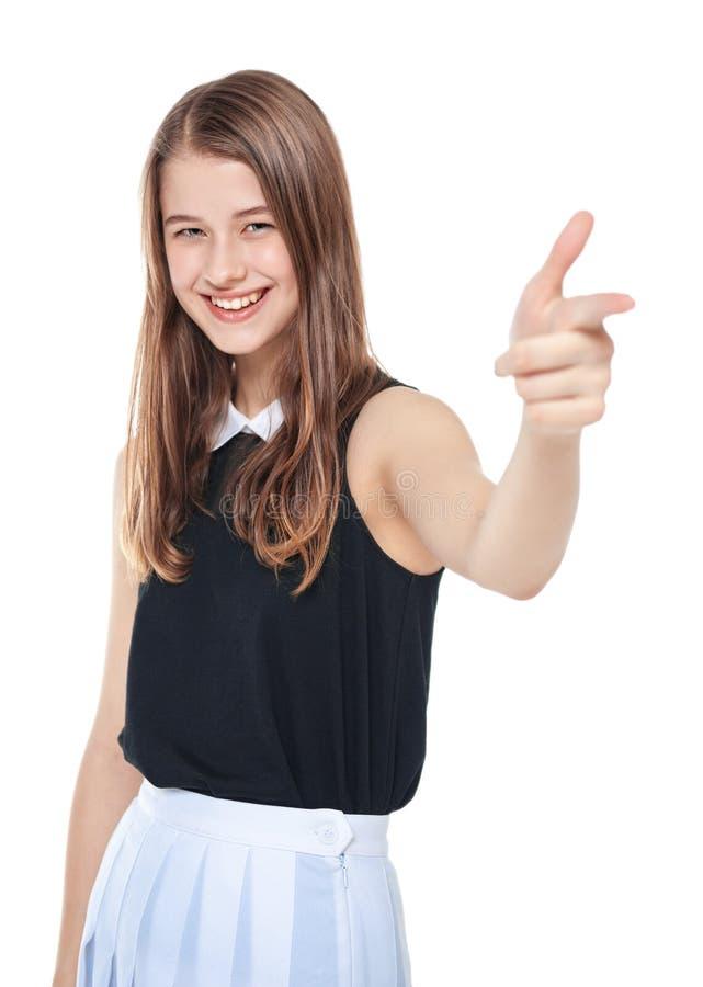 Muchacha hermosa joven del adolescente que muestra la muestra del arma aislada foto de archivo libre de regalías