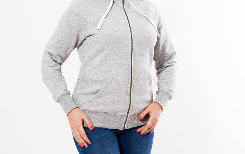 Muchacha joven de la mujer del inconformista que lleva la camiseta en blanco del algodón con el área para su logotipo, maqueta de fotos de archivo