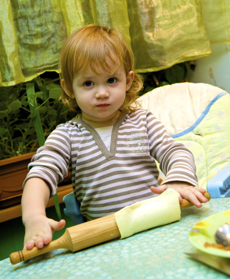 Download Muchacha La Empanada Del Cocinero De Manzanas Imagen de archivo - Imagen de humano, niñez: 7283113