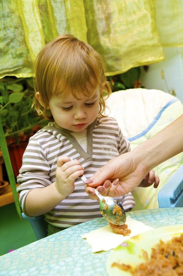 Download Muchacha La Empanada Del Cocinero De Manzanas Foto de archivo - Imagen de caucásico, harina: 7283122