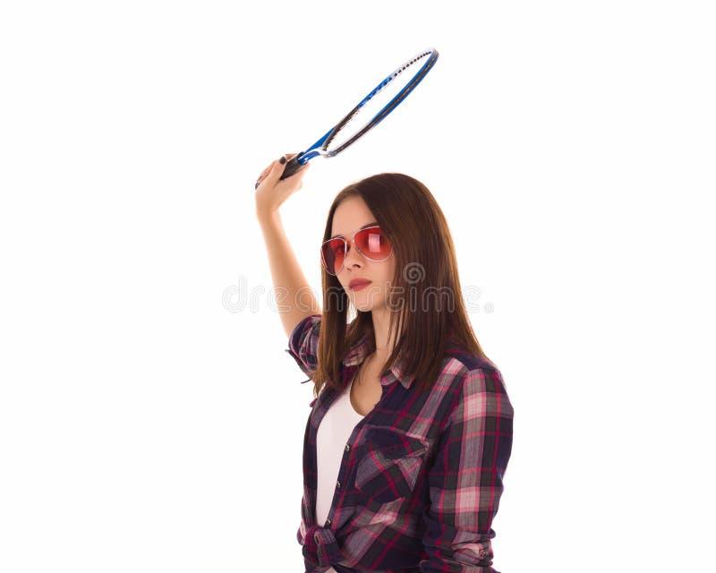Muchacha linda joven con la estafa de tenis, aislada foto de archivo