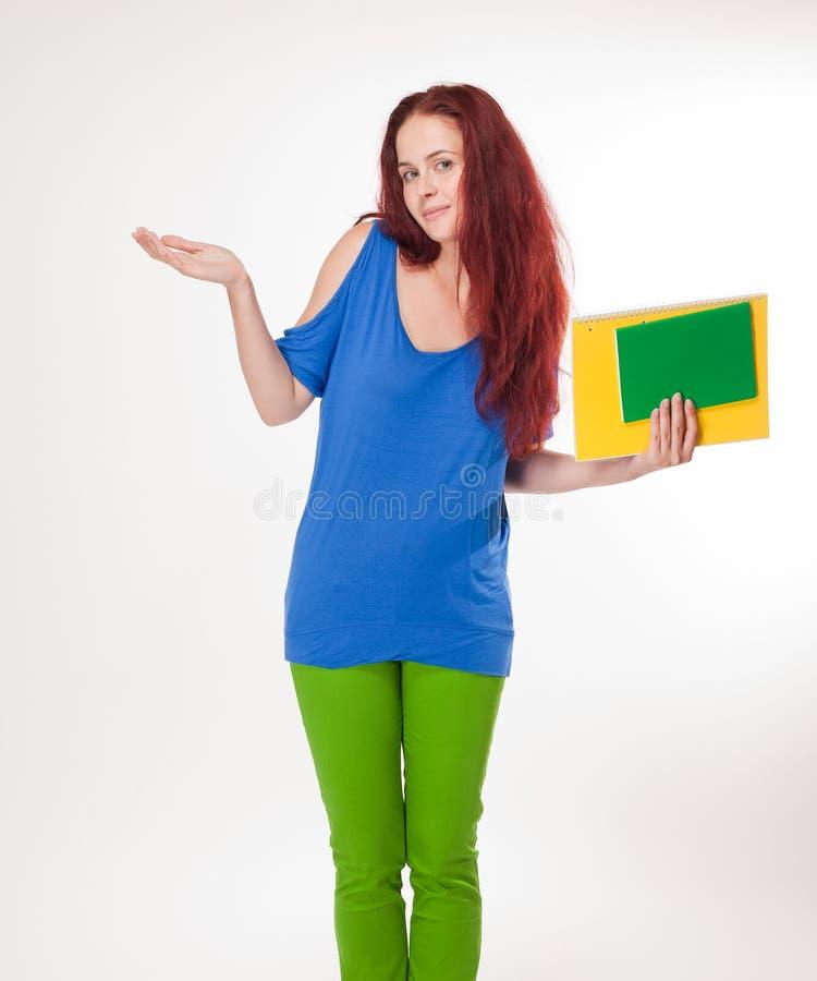 Muchacha linda muy colorida del estudiante. imagenes de archivo