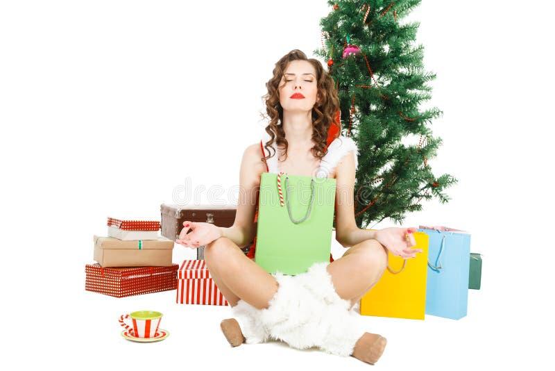 muchacha meditada de la Navidad aislada en el fondo blanco fotos de archivo libres de regalías