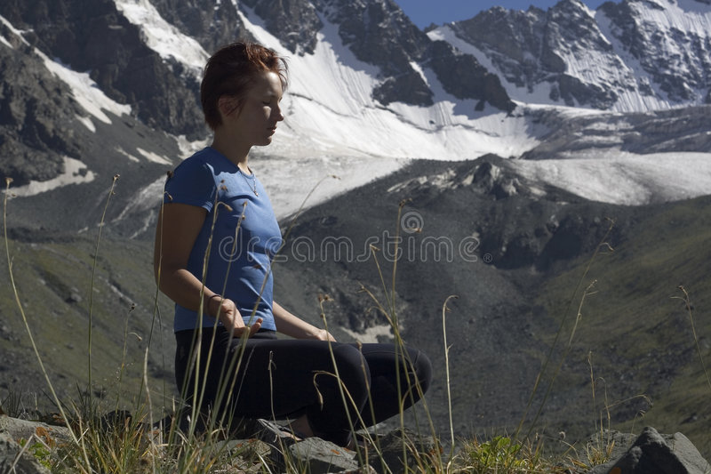 Muchacha Meditating foto de archivo
