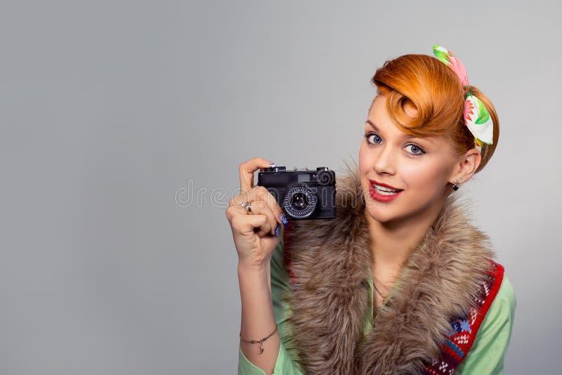 Muchacha modela de la mujer del estilo con la cámara digital imágenes de archivo libres de regalías