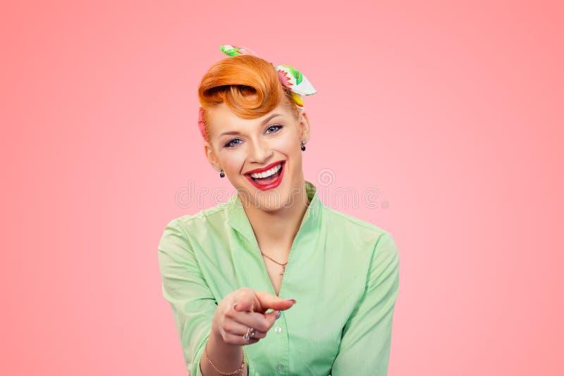 Muchacha modela que señala el finger a usted que ríe fotografía de archivo libre de regalías