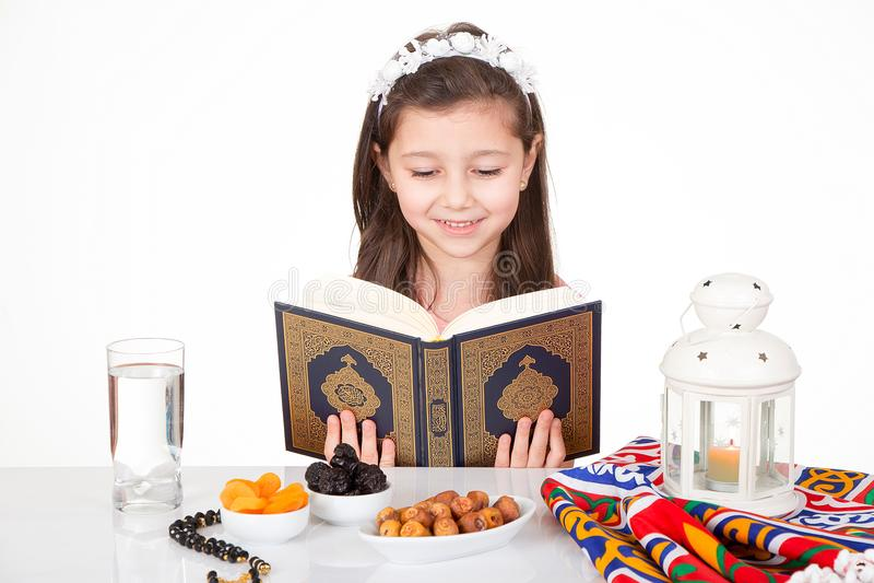 Muchacha musulmán en el Ramadán fotografía de archivo