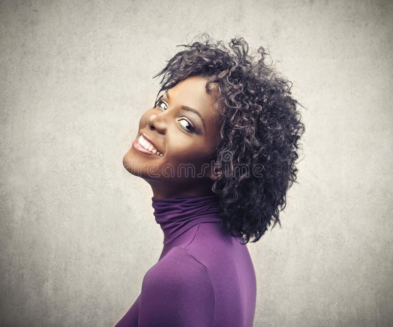 Muchacha negra sonriente imagen de archivo