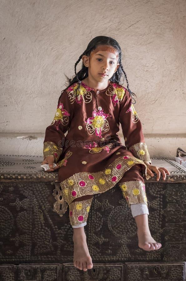 Muchacha omaní en vestido tradicional imagen de archivo libre de regalías