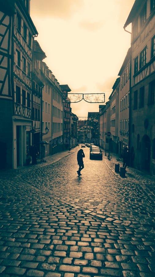 Muchacha que camina foto de archivo libre de regalías