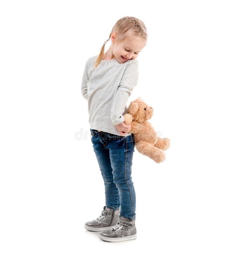 Muchacha que enarbola en un peluche, aislado foto de archivo libre de regalías