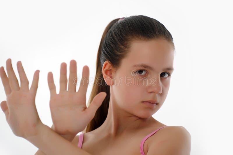 Muchacha que hace gesto de la parada imagen de archivo