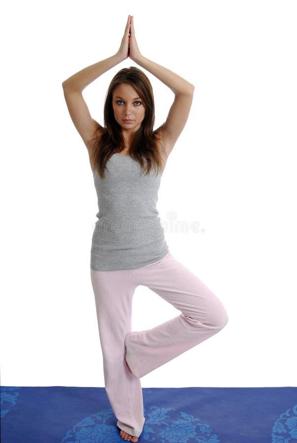Muchacha que hace yoga fotos de archivo libres de regalías